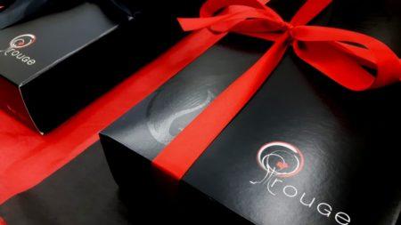 coffret cadeau corporatif à l'érable prestige avec ruban rouGe